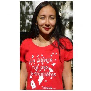 """Photo avec fond blanc 4 300x300 - T-shirt Femme """"La liberté n'a pas de frontières"""""""