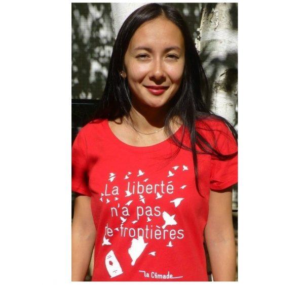 """Photo avec fond blanc 4 600x563 - T-shirt Femme """"La liberté n'a pas de frontières"""""""