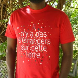 """T shirt homme étranger 300x300 - T-shirt pour homme """"Il n'y a pas d'étrangers sur cette terre"""""""