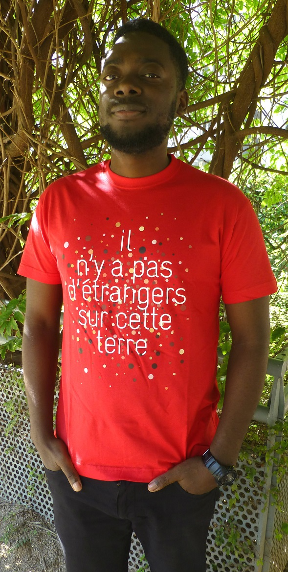 """T shirt homme étranger - T-shirt pour homme """"Il n'y a pas d'étrangers sur cette terre"""""""